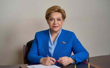 Депутат Тюменской областной Думы Лосева И.В. поздравила выпускников с окончанием школы